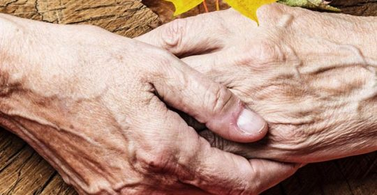 Почему начали трястись руки: что делать, если трясутся руки?